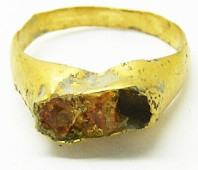 Ancient Roman child's gold finger ring set with amber c. 1st - 3rd century A.D.