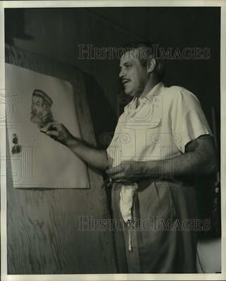 1951 Press Photo Boxer's Favorite Pastime Is Charcoal Drawing In Fine Detail