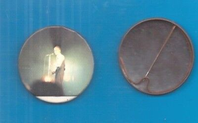 David Bowie on stage (4) vintage 1970s BUTTON BADGE - POSTFREE to UK