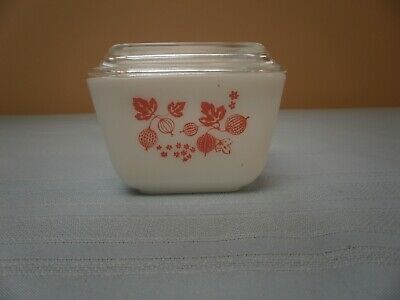 Vintage Pyrex 501 B PINK 1 1/2 CUP GOOSEBERRY Refrigerator Dish With Lid 501-C