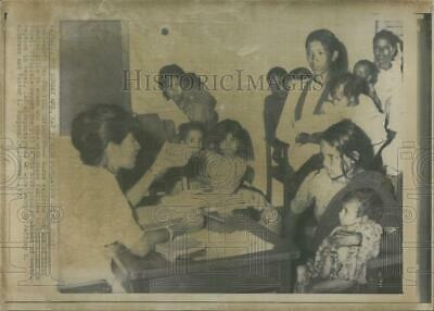 1970 Press Photo Birth Control Pills Explained by Nurse in Nepal - RSG50327