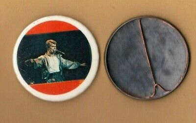 David Bowie on stage (12) vintage 1970s BUTTON BADGE