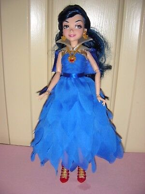 Evie - Descendants, Isle of the Lost - blue hair; brown eyes; hinged limbs