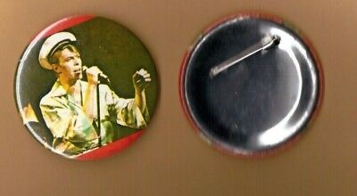 David Bowie on stage (5) vintage 1970s BUTTON BADGE