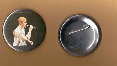 David Bowie on stage (6) vintage 1970s BUTTON BADGE