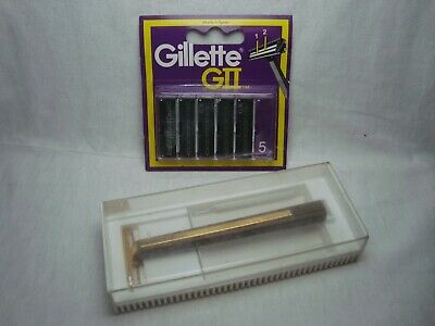 Vintage 70's The Gillette Deluxe Trac II Safety Razor in case w/5 blades #146