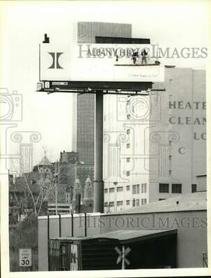 1990 Press Photo Hilton Hotel billboard on Colonie Street in Albany, New York