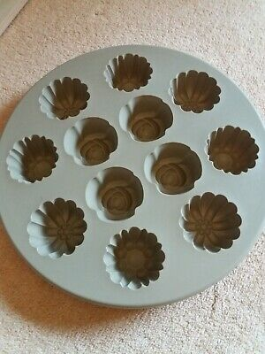 Pampered Chef Silicone Muffin Pan