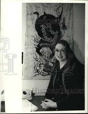 1984 Press Photo Doctor Geraldine Forbes Posing with Tapestry - sya28427