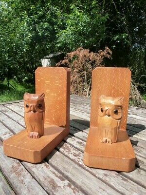 LOVELY PAIR OF VINTAGE 1930/50s HAND CARVED LIGHT OAK OWL BOOKENDS.