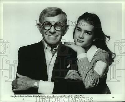 """1980 Press Photo George Burns and Brooke Shields in """"Just You and me, Kid"""""""