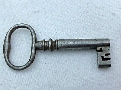 victorian wire bow clean steel key  - hollow bore ( 3mm )  ref 2