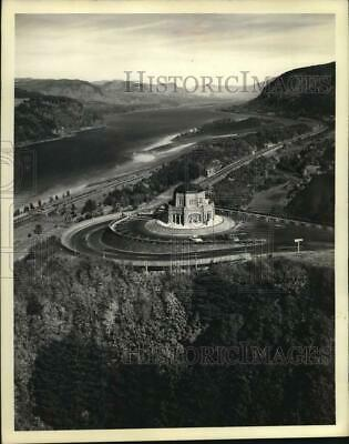 1972 Press Photo Vista House at Crown Point on bluff overlooking Columbia Gorge
