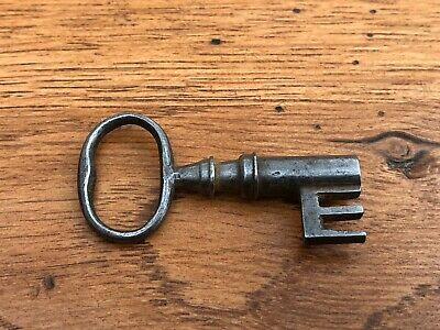 victorian wire bow hollow bore steel key - box or padlock ? . ref 4