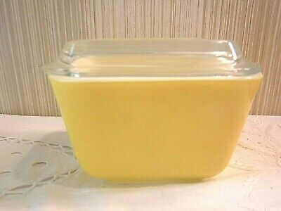 VINTAGE Pyrex YELLOW Primary Color Small Refrigerator Dish with Ribbed Glass Lid