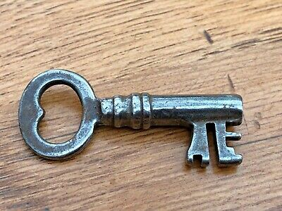 victorian ornate hollow bore key ! ref 5 ( safe or padlock )