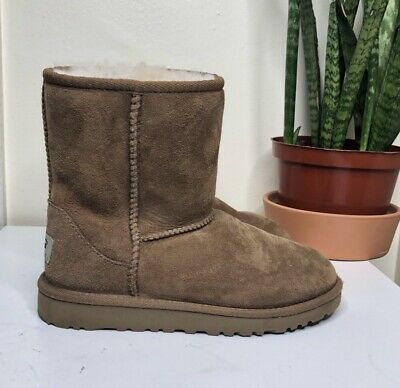 dd37b84f58884 Ugg Classic Short II Chestnut Suede Boots Kids Youth Size Size 2 Exlnt Cond!