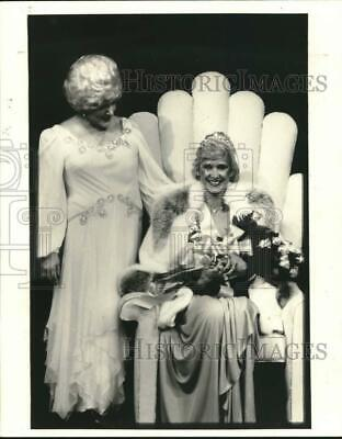 1982 Press Photo Mary Kay Ash of Mary K. Cosmetics and Judy McCoy - hca81885