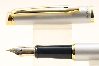 3019 Fine Fountain Pen White Lacquer with Gold Inlayed Trim New Luxury Hero No