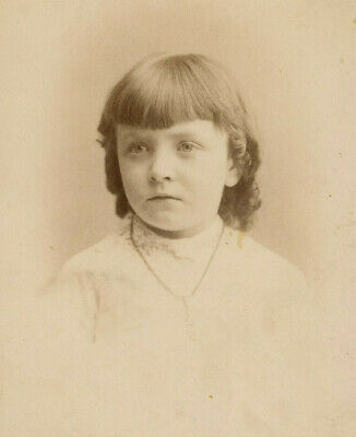 Antique Photo Cabinet Card BEAUTIFUL LITTLE GIRL FASHION by SHORT'S RONDOUT N Y