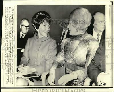 1969 Press Photo Mrs. Ronald Reagan with Mrs. Walter Annenberg in London