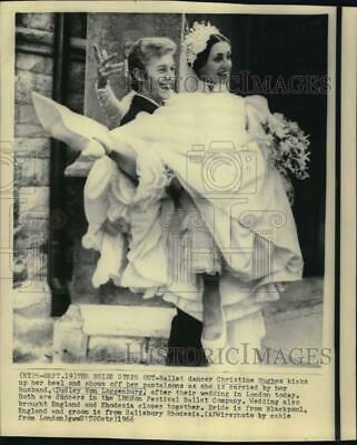 1966 Press Photo Christine Hughes carried by Dudley Von Loggenburg in London