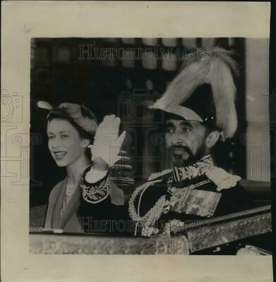 1954 Press Photo Haile Selassie and Queen Elizabeth at Buckingham palace, London
