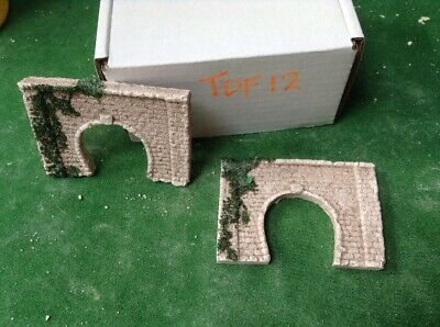 2 X Z Scale Single Track Tunnel Portals, Brick Style, Painted With Foliage TDF12