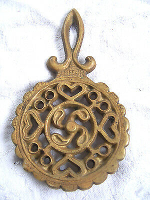 VINTAGE MINI Old GOLD Trivet Cast Iron wall hanger decor footed Ornate Scrolling