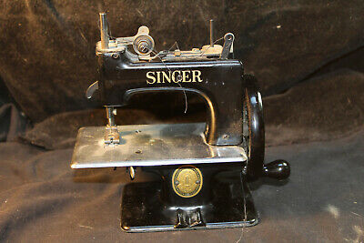 Antique Vintage Singer Sewhandy 20? Toy Sewing Machine Small Child Nr