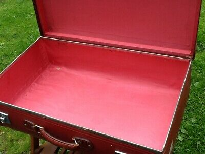Fabulous  Rare Large Pillarbox Red Globetrotter Globe-Trotter Suitcase Case