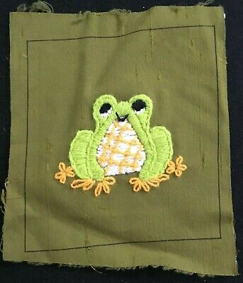 """Crewel Embroidery - FROG Finished on Green 6"""" Square"""