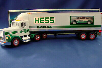 Hess Toy 18 Wheeler and Racer 1992 MIB