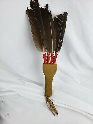 Nice vintage native american artifact, leather / feathers