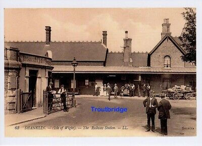 (av78) Isle of Wight Shanklin The Railway Station Copy of a Levy LL Postcard