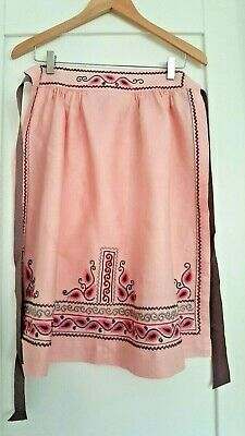 VINTAGE HAND EMBROIDERED LINEN APRON PINNY approx 1950s UNUSED