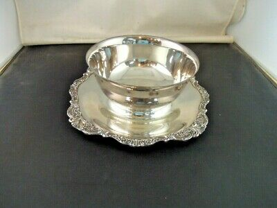 Wallace Baroque Silver Plate Sauce/Gravy Bowl w/Attached Under-plate 247