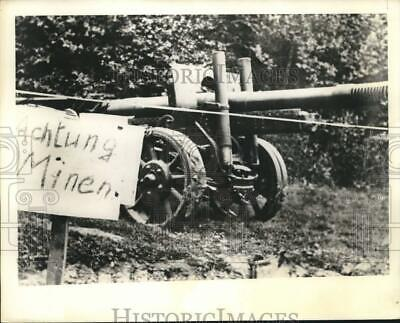 1941 Press Photo Sign near minefield warns German soldiers to keep at a distance