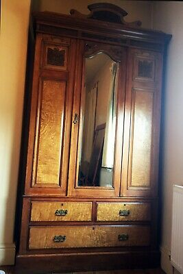 Beautiful Armoire in Excellent Condition. REDUCED TO £180
