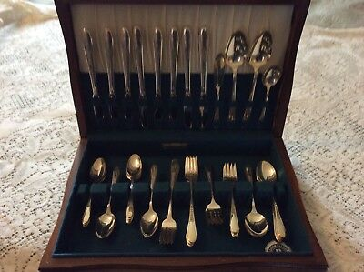 Wm Rogers & Son Silverware service for 8 + extras 52 pcs,Gardenia 1941 With CASE