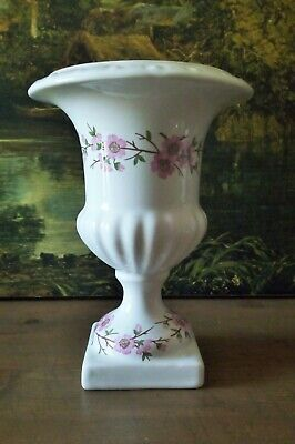 Vase Medicis en Porcelaine de Paris Dimension: 21 cm