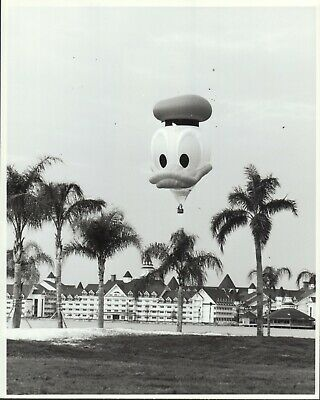 Disney World Resort Donald Hot Air Balloon (1988) 8x10 black & white photo #nn