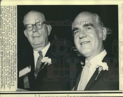 1969 Press Photo Drs. Dwight Wilbur and Russell Roth pose at AMA annual meeting