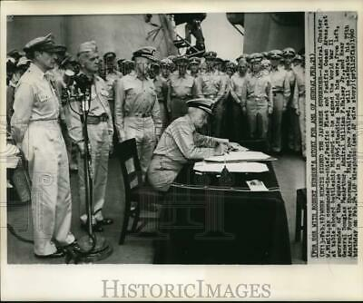 1945 Press Photo Admiral Chester Nimitz signing WWII 1945 Japanese surrender