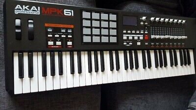 Akai MPK 61 Midi Non-weighted keys, with Sliders y Drum pad - Fair Condition