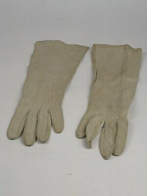 Ladies Vintage White Soft Leather Gloves Size Small.