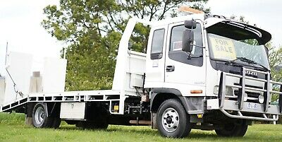 Isuzu 500 Towing banana back truck / clean tidy well maintained