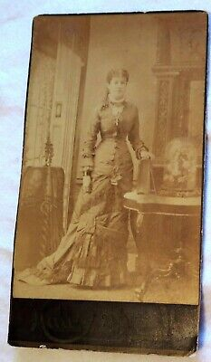 Antique Cabinet Photo of Lovely Young Lady Lowell, Massachusetts Photographer