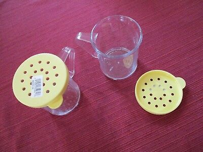 2 Cambro 96SKRC135 Camwear 10 oz Polycarbonate Shaker / Yellow Lid for Cheese