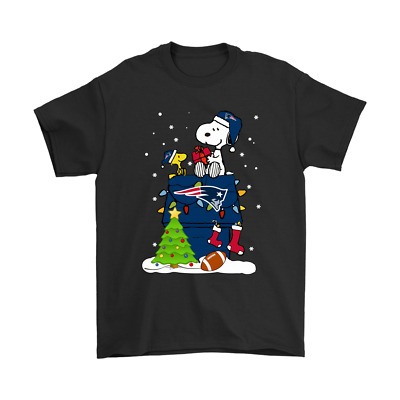 A Happy Christmas With New England Patriots Snoopy Funny Black T-Shirt S-6XL